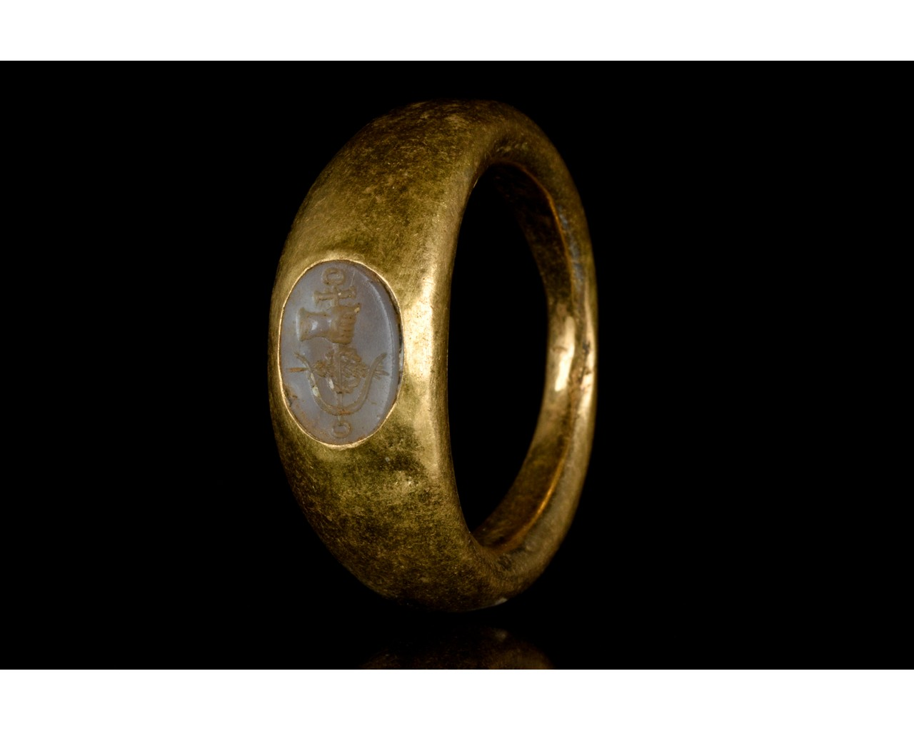 ROMAN GOLD AND CHALCEDONY INTAGLIO RING WITH SYMBOL - FULL ANALYSIS