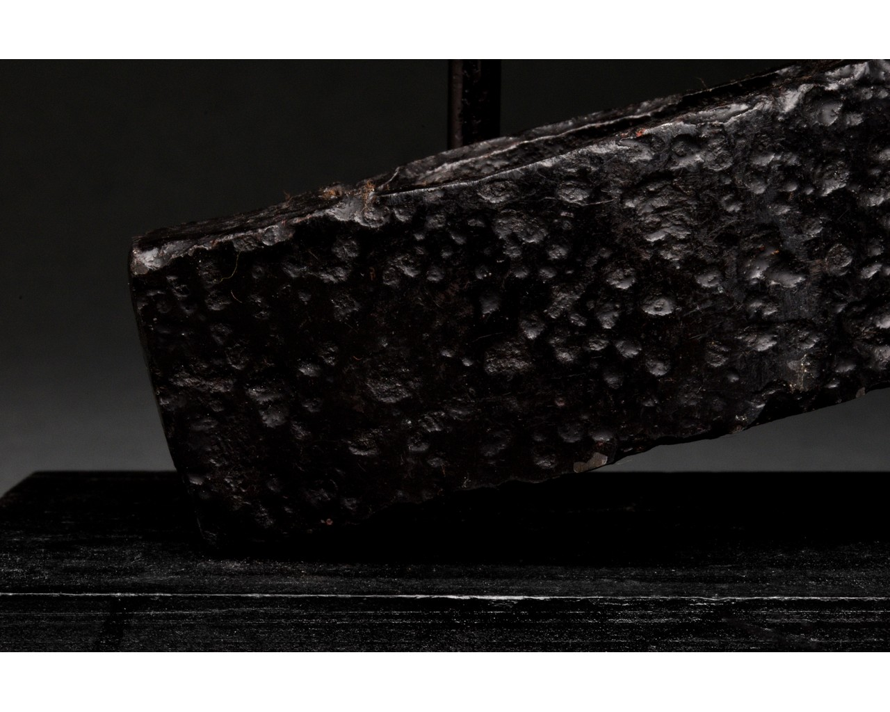 MEDIEVAL BATTLE IRON AXE HEAD WITH INLAID GOLD CROSS - Image 6 of 8