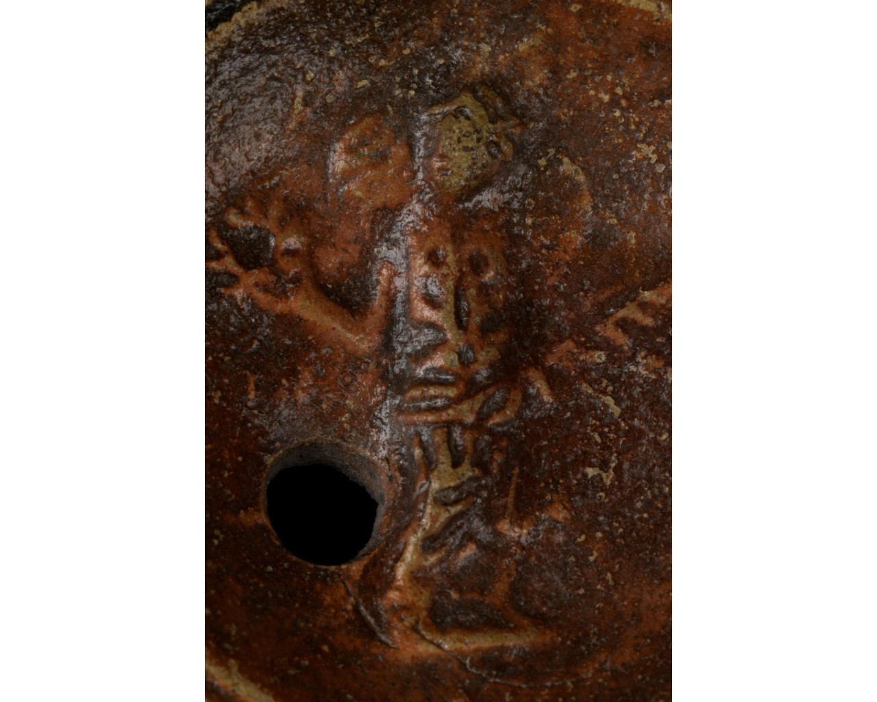 ROMAN TERRACOTTA OIL LAMP WITH CERES AND MAKERS MARK - Image 4 of 6