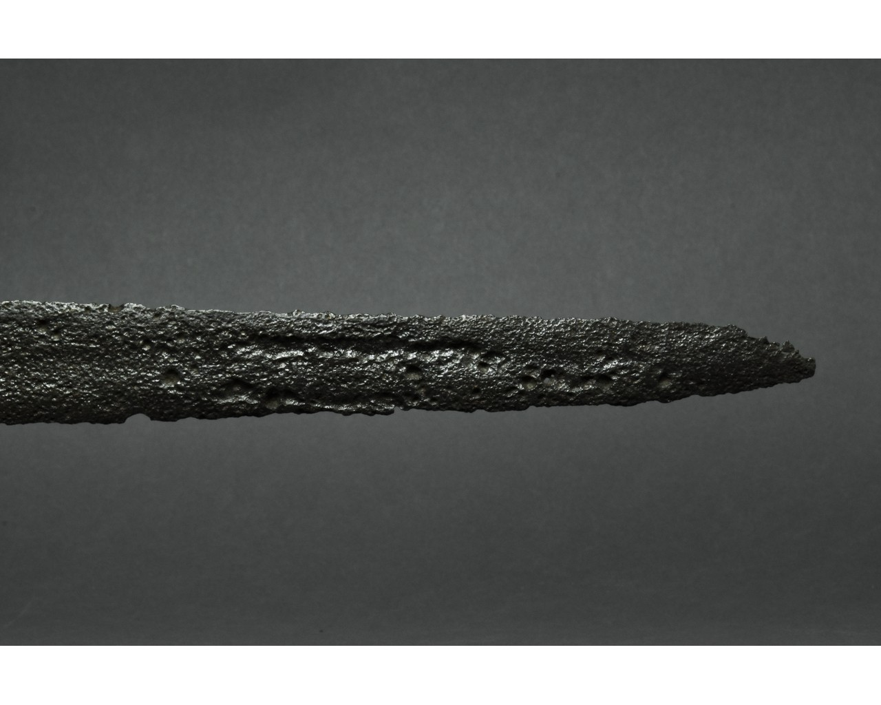 MEDIEVAL IRON SWORD WITH INLAID CROSS - Image 5 of 6
