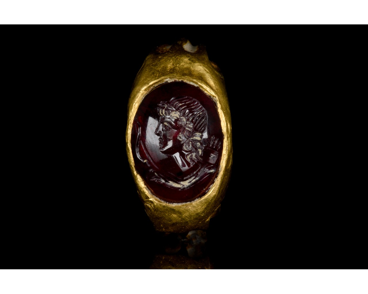 ROMAN GOLD AND GARNET INTAGLIO RING WITH DIANA - FULL REPORT - Image 2 of 9