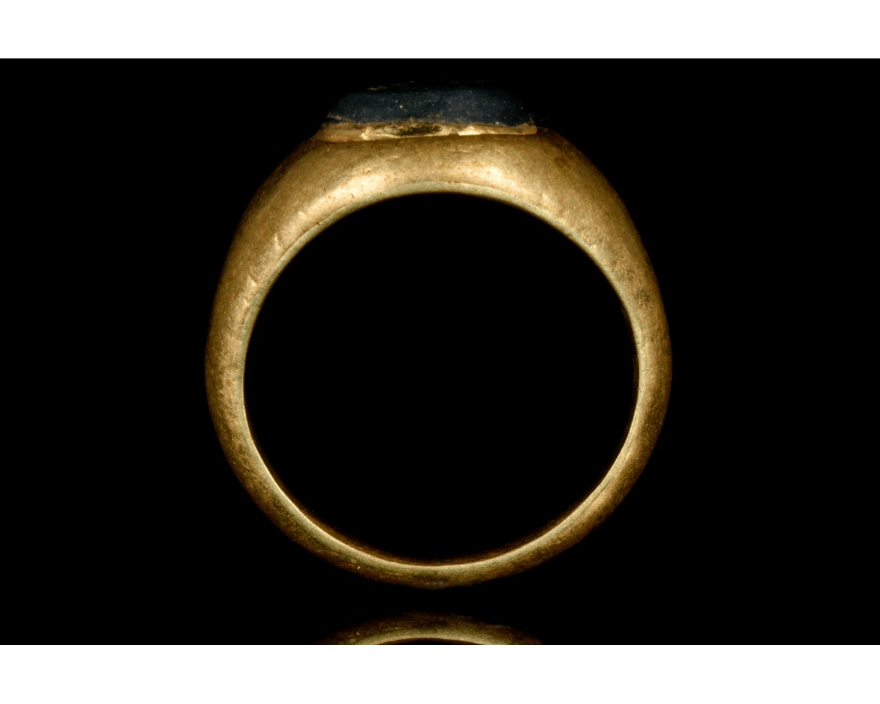 ROMAN GOLD INTAGLIO RING WITH RIVER GOD - Image 5 of 6