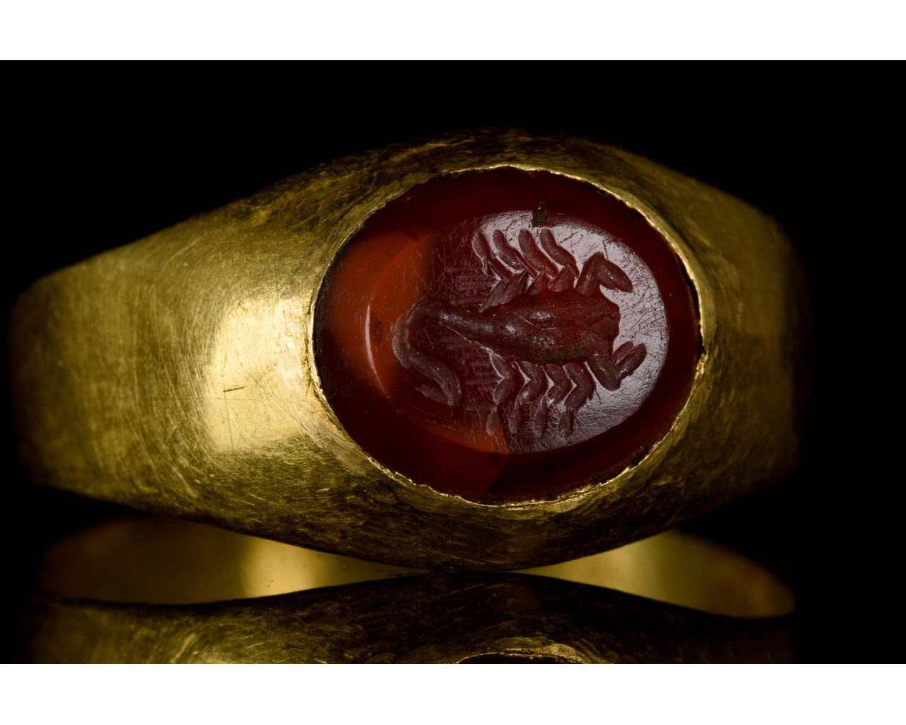 ROMAN GOLD AND CARNELIAN INTAGLIO RING WITH SCORPION - Image 7 of 7
