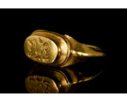 MEDIEVAL GOLD RING WITH MOON CRESCENT PATTERN