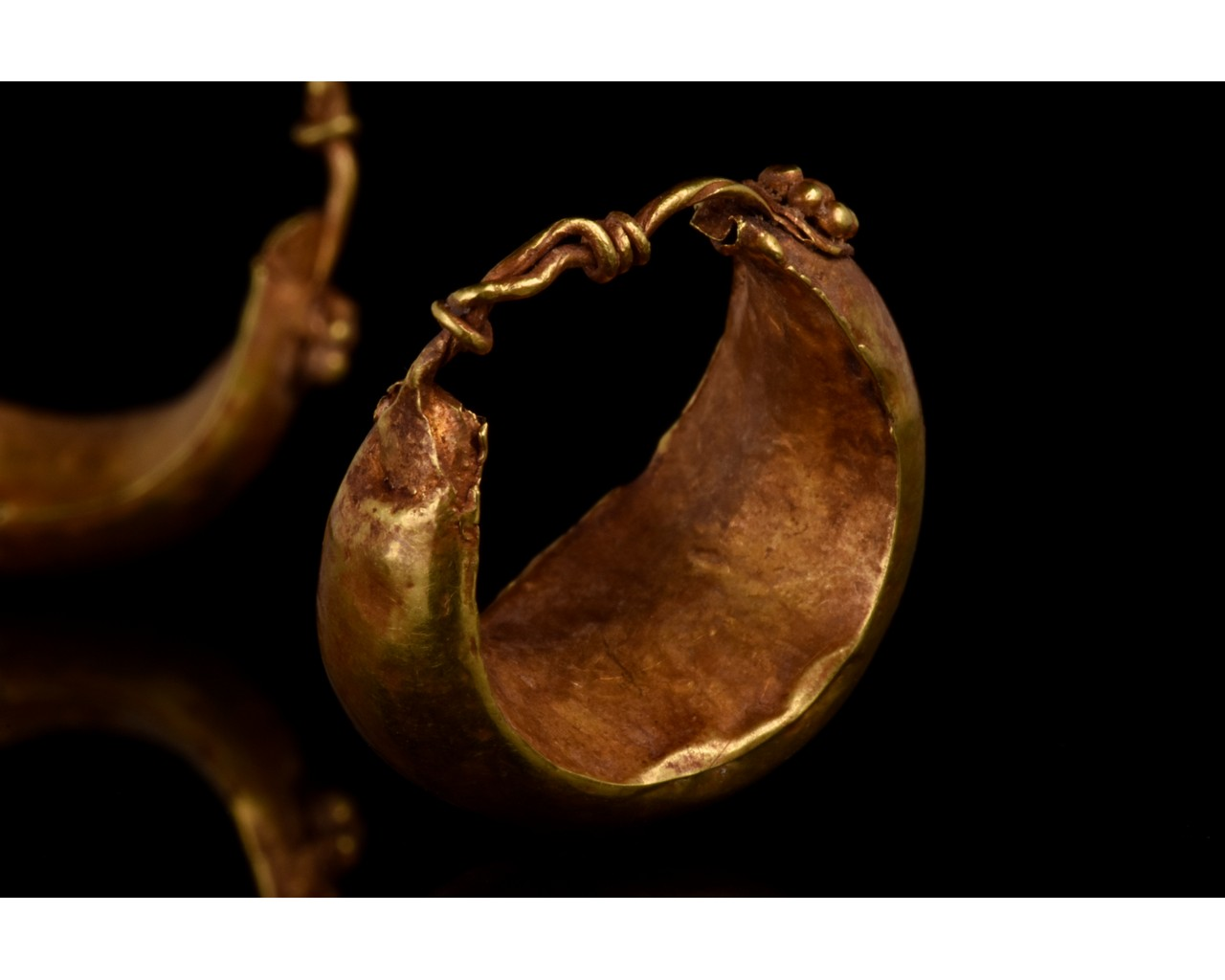 PAIR OF ROMAN GOLD BOAT SHAPED EARRINGS - FULL ANALYSIS - Image 8 of 11