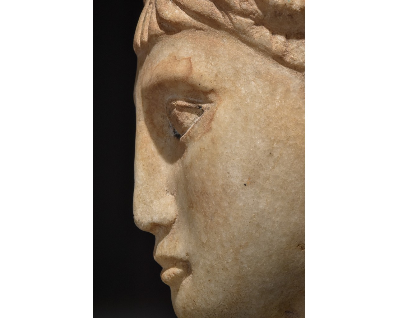 EGYPTIAN MARBLE HEAD OF A WOMAN - Image 9 of 10