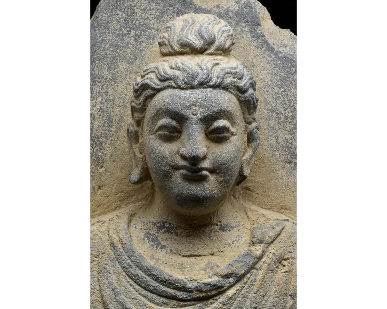 GANDHARA SCHIST TORSO OF BUDDHA - Image 4 of 5