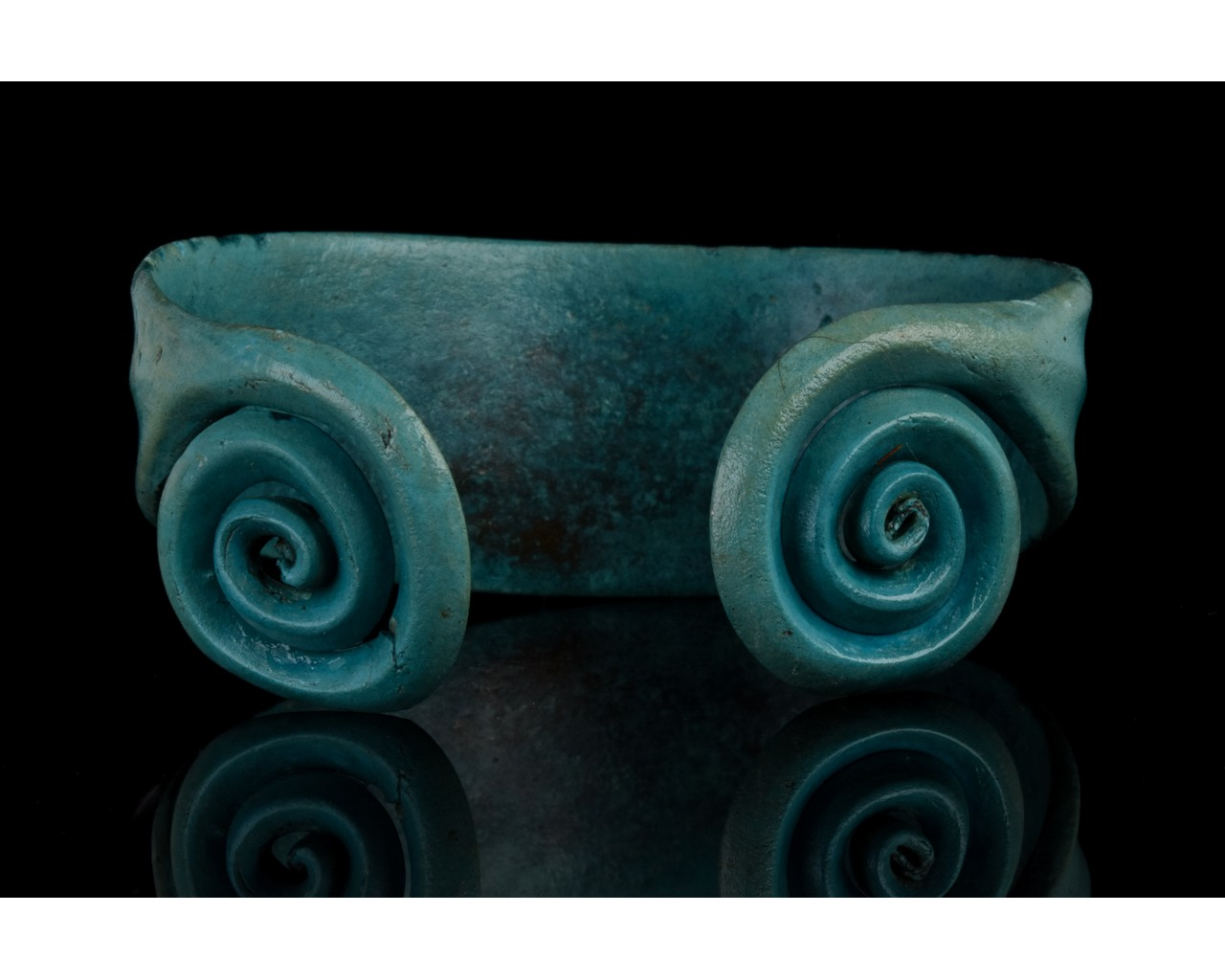 BRONZE AGE COILED BRACELET - Image 4 of 7