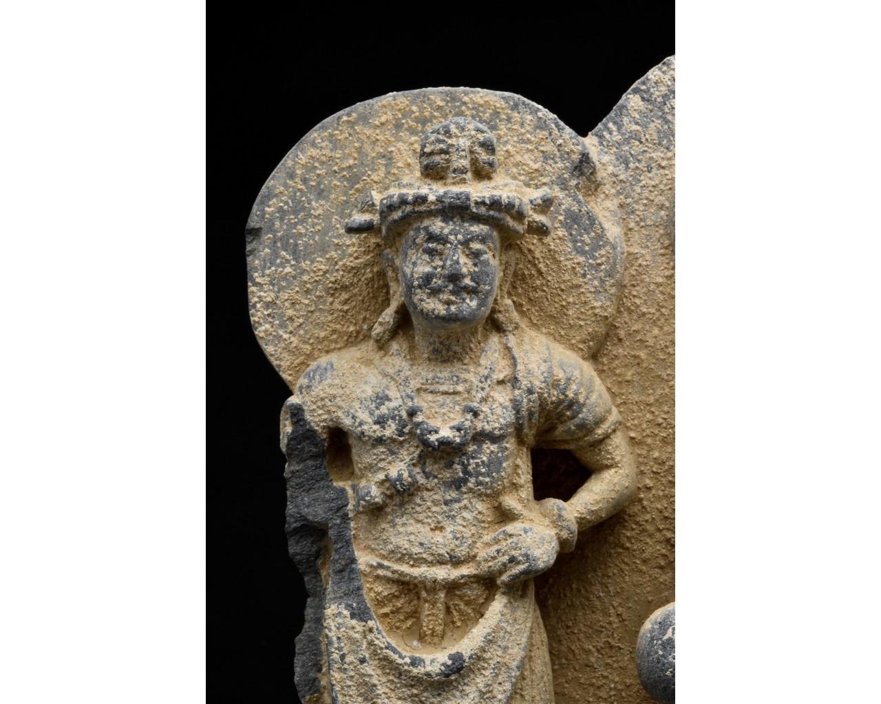 GANDHARA SCHIST STONE PANEL WITH THREE BUDDHAS - Image 6 of 6