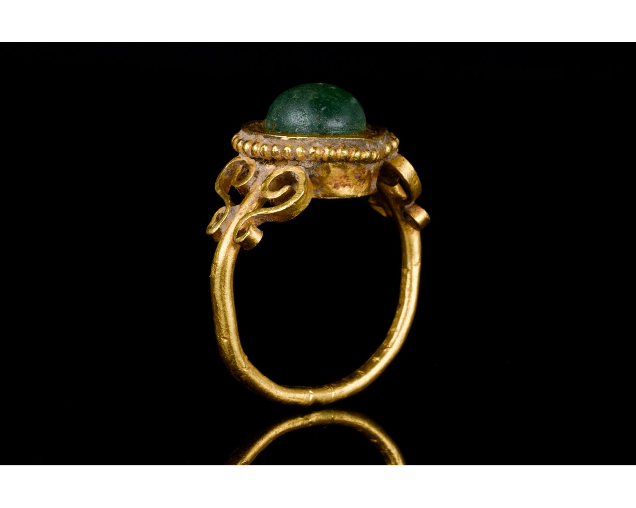 LATE ROMAN GOLD AND GLASS RING - EX CHRISTIE'S - FULL ANALYSIS - Image 6 of 8