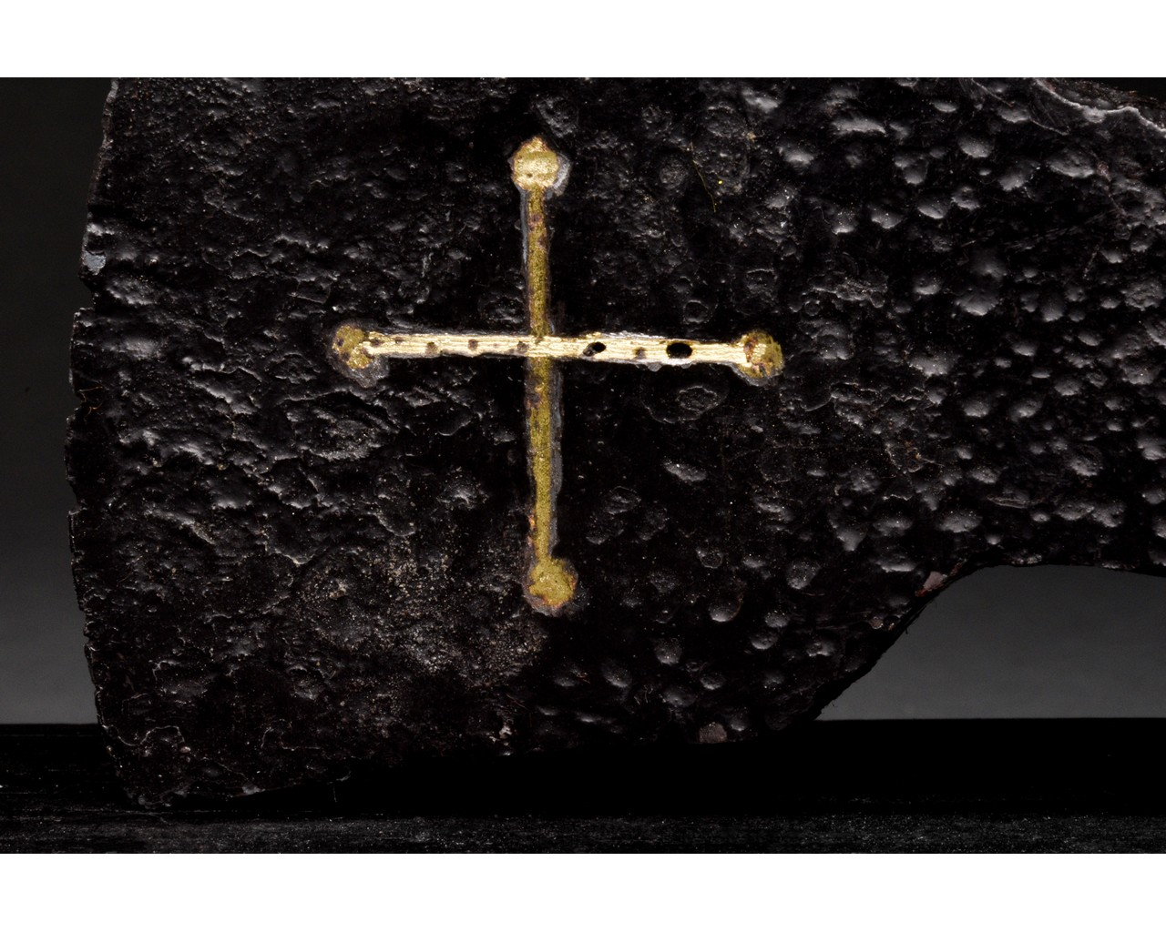 MEDIEVAL BATTLE IRON AXE HEAD WITH INLAID GOLD CROSS - Image 5 of 8