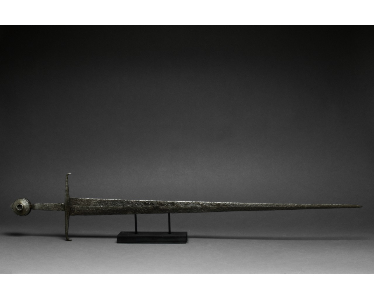MEDIEVAL IRON SWORD WITH HANDLE - Image 2 of 9
