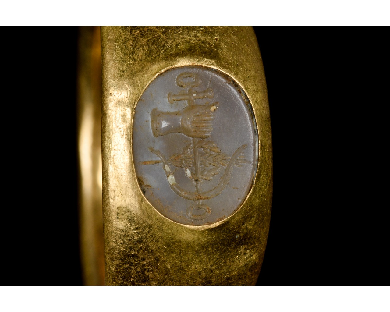 ROMAN GOLD AND CHALCEDONY INTAGLIO RING WITH SYMBOL - FULL ANALYSIS - Image 6 of 9