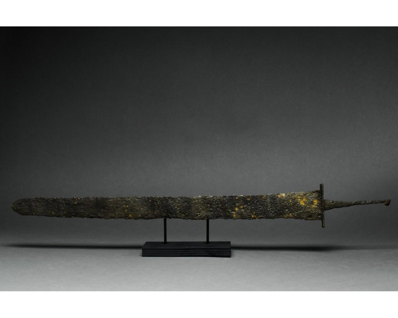 LATE ROMAN IRON SPATHA SWORD - Image 3 of 7