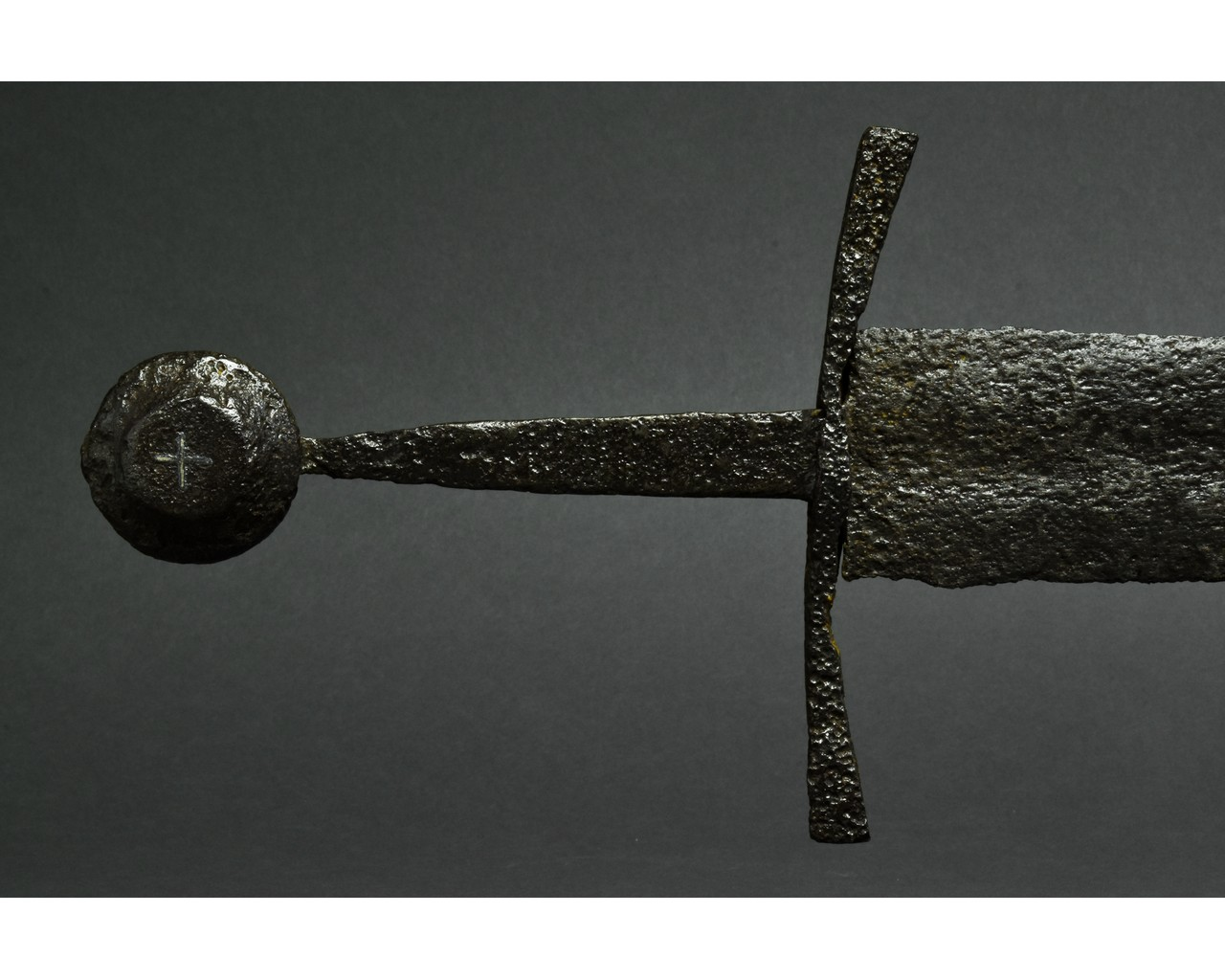 MEDIEVAL IRON SWORD WITH INLAID CROSS - Image 4 of 6
