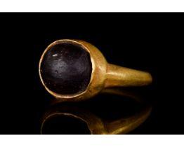 ROMAN GOLD RING WITH PURPLE GEM