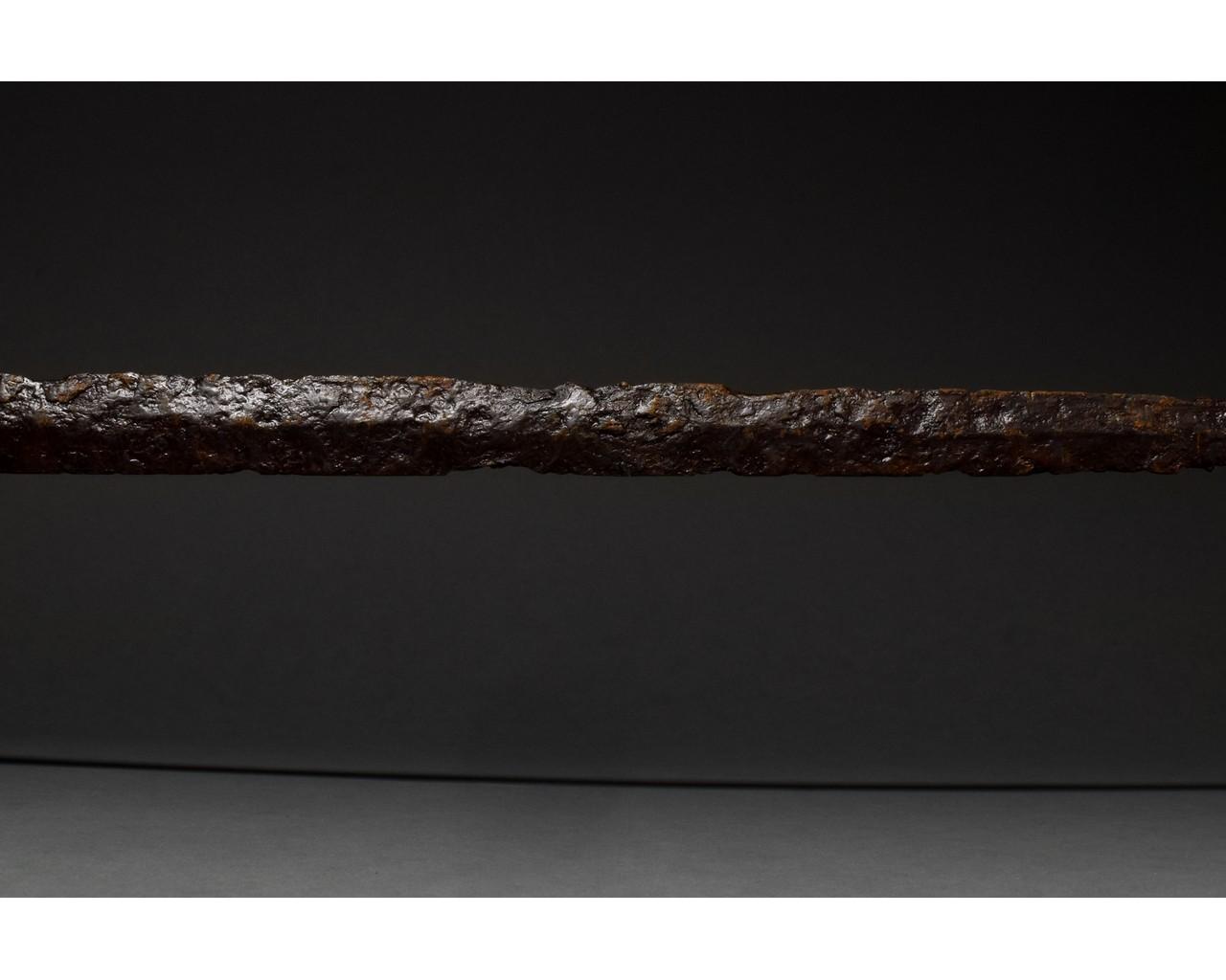 ROMAN IRON SPATHA SWORD - Image 6 of 8