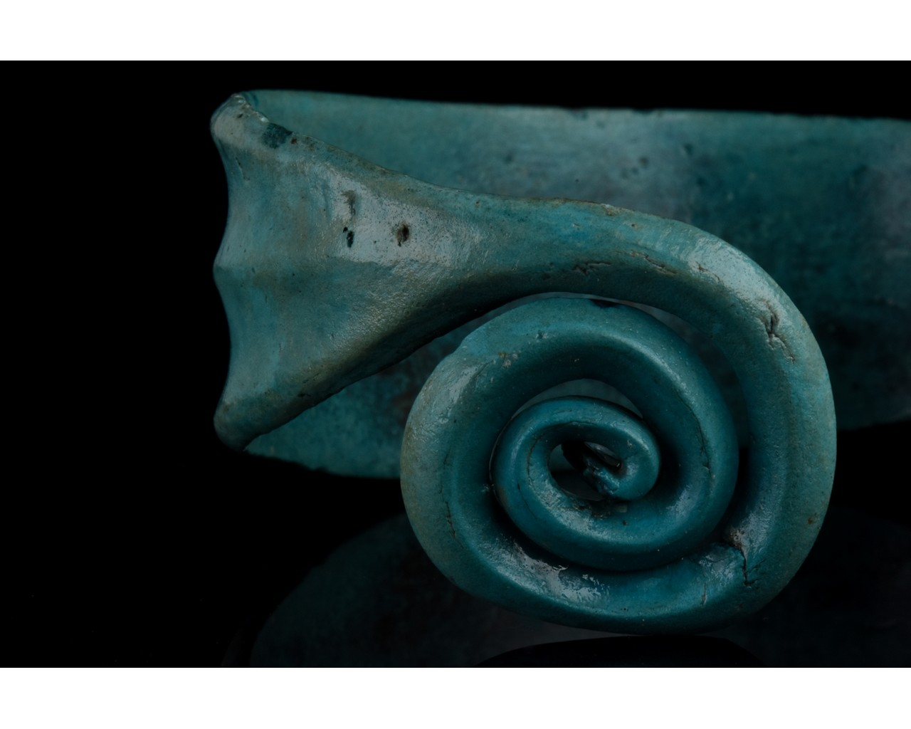 BRONZE AGE COILED BRACELET - Image 5 of 7
