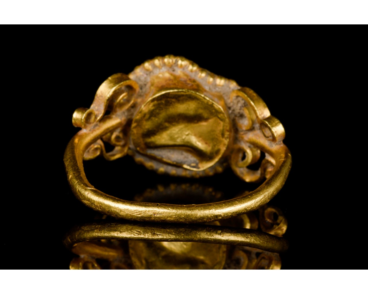 LATE ROMAN GOLD AND GLASS RING - EX CHRISTIE'S - FULL ANALYSIS - Image 4 of 8