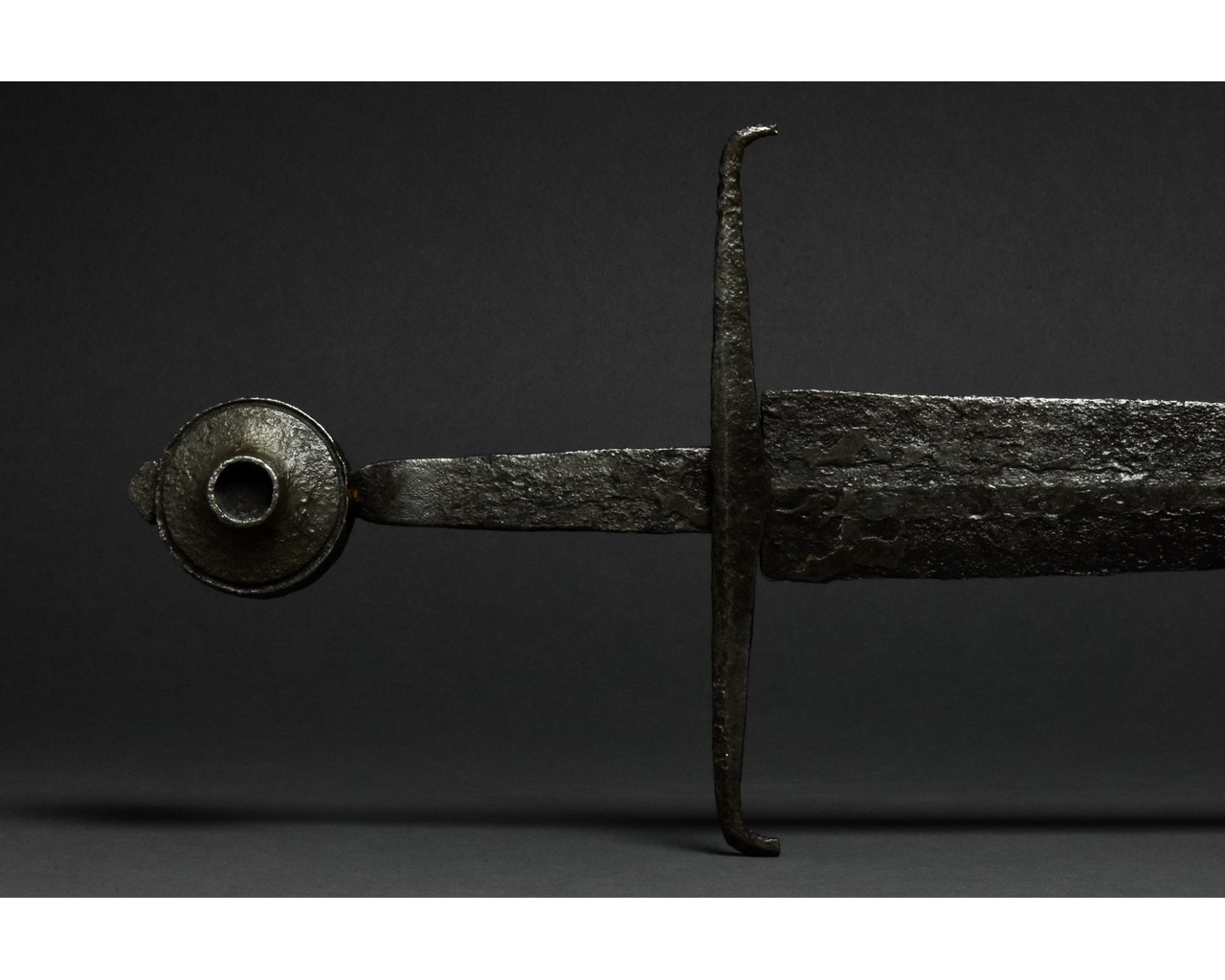 MEDIEVAL IRON SWORD WITH HANDLE - Image 4 of 9