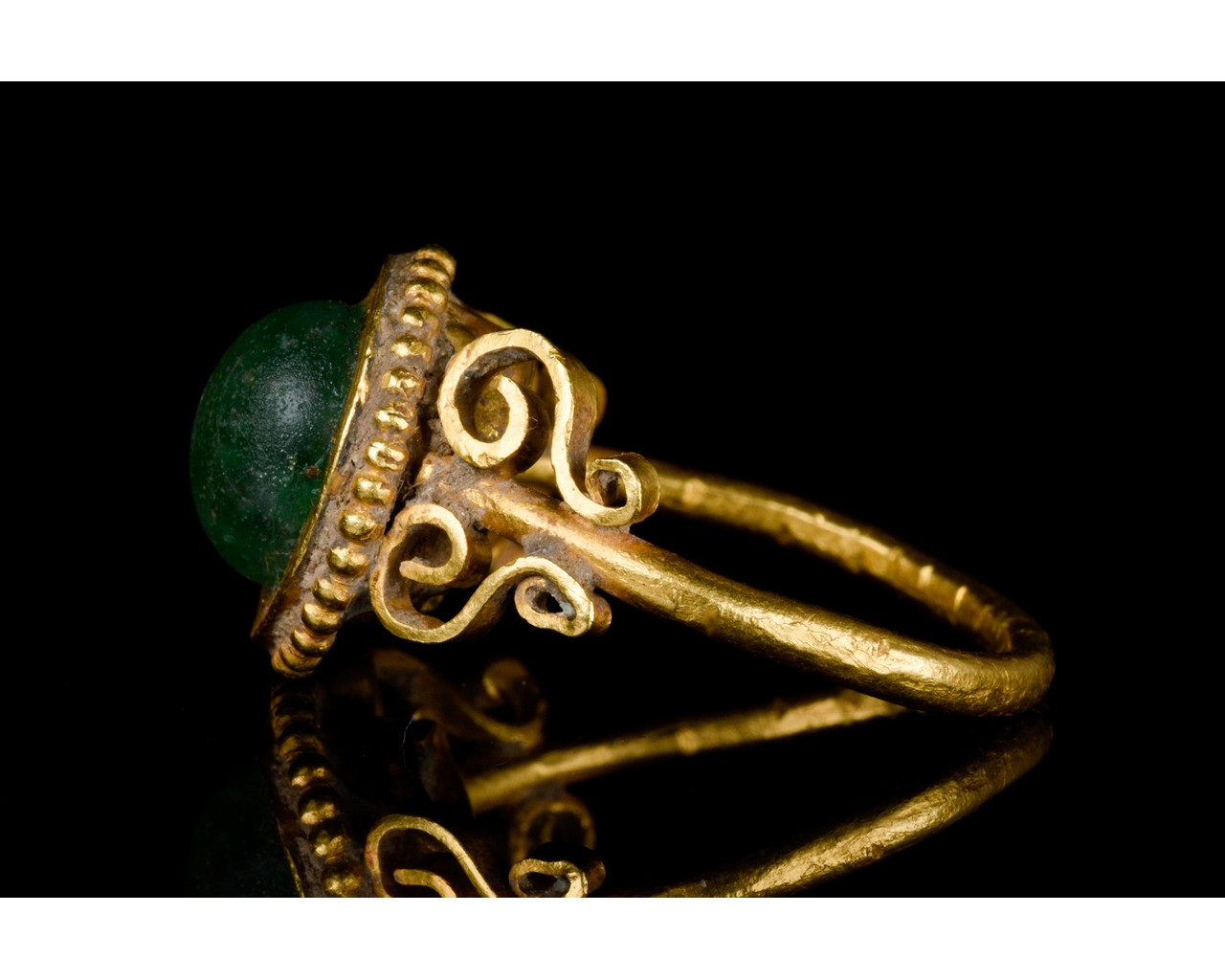 LATE ROMAN GOLD AND GLASS RING - EX CHRISTIE'S - FULL ANALYSIS - Image 3 of 8
