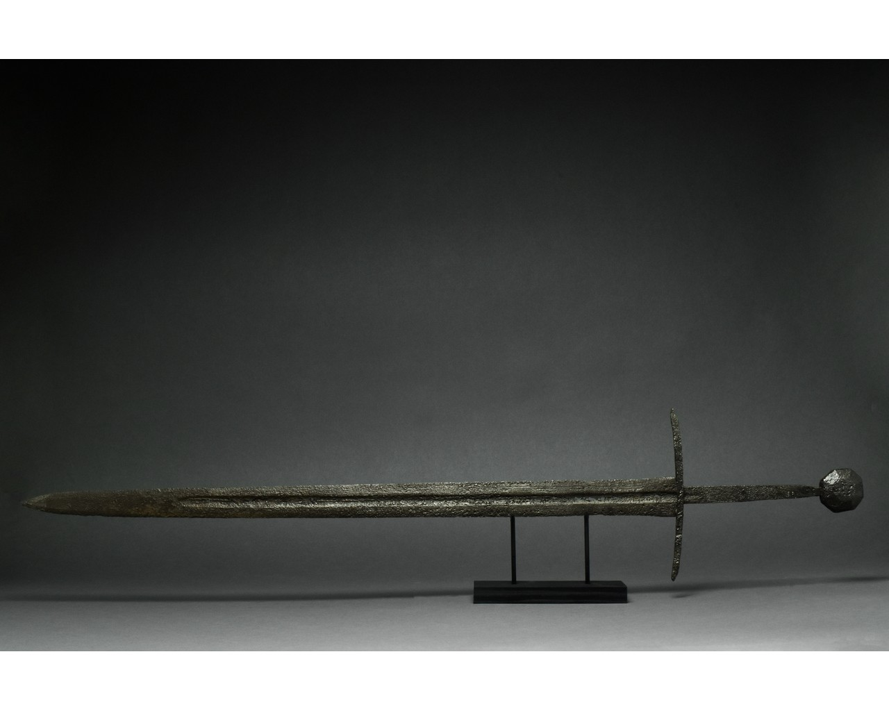 MEDIEVAL IRON SWORD WITH HANDLE - Image 3 of 5