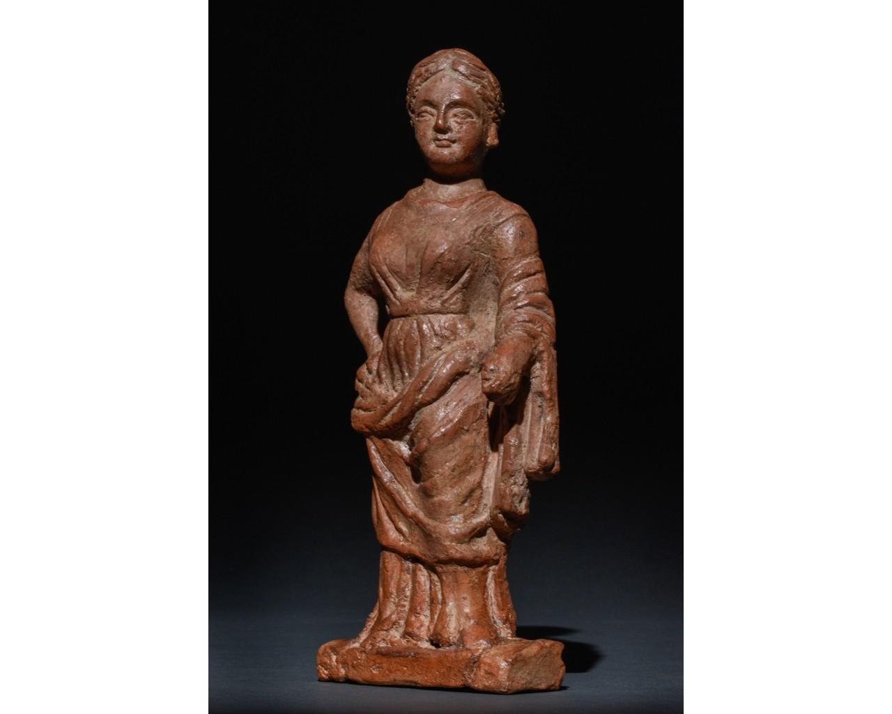 STANDING FEMALE ROMAN TERRACOTTA FIGURE - Image 2 of 9