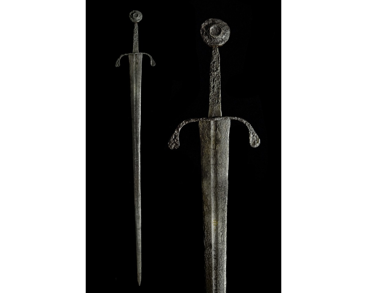 MEDIEVAL IRON SWORD WITH HANDLE AND INLAY