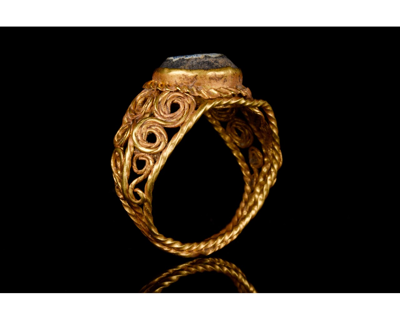 LATE ROMAN GOLD AND GLASS RING - EX CHRISTIES - FULL ANALYSIS - Image 6 of 8