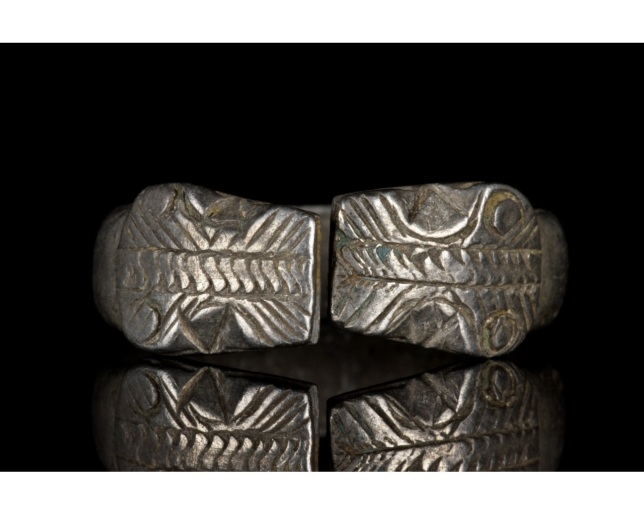 ROMAN SILVER RING WITH SNAKE HEADS - Image 2 of 5