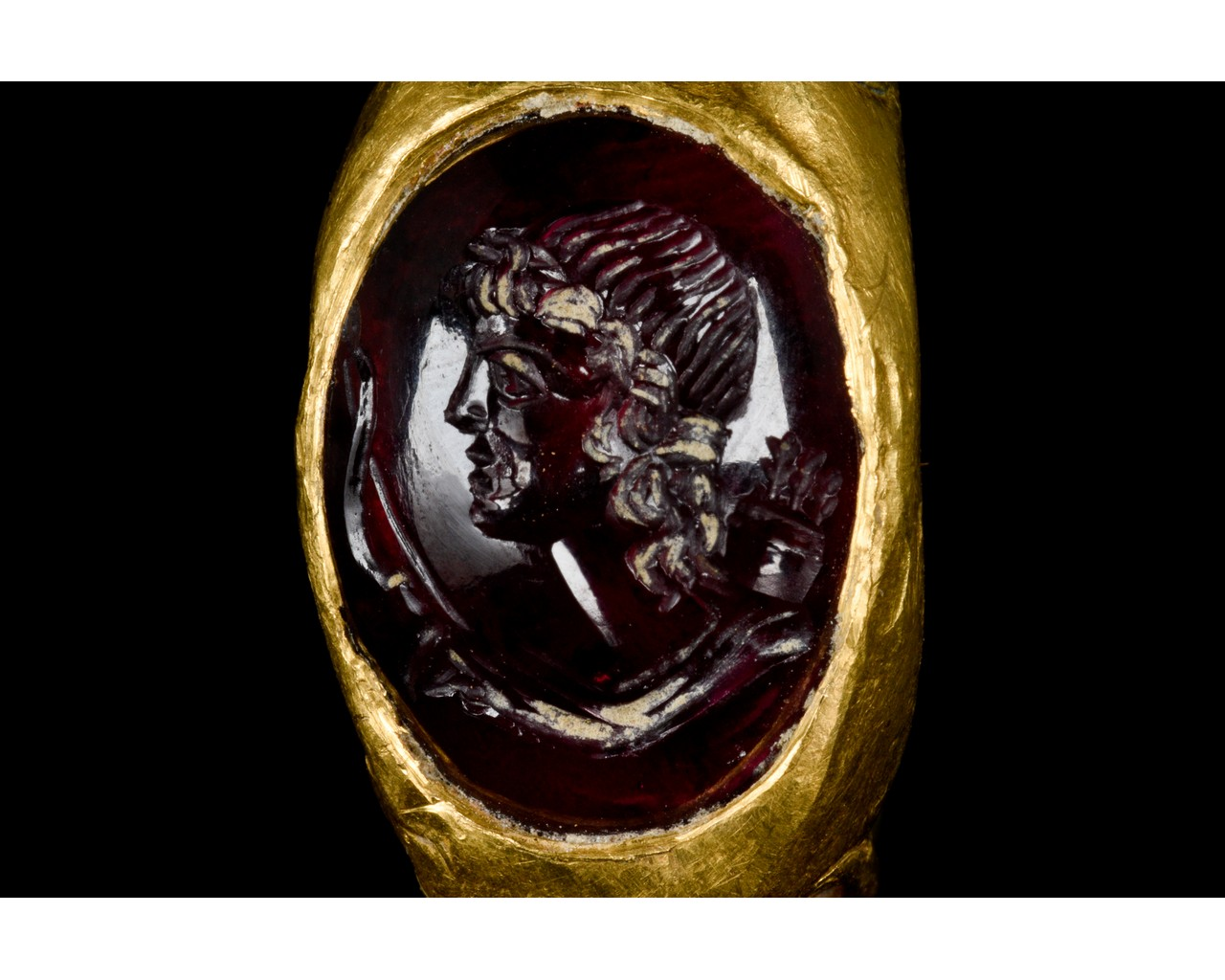 ROMAN GOLD AND GARNET INTAGLIO RING WITH DIANA - FULL REPORT - Image 7 of 9