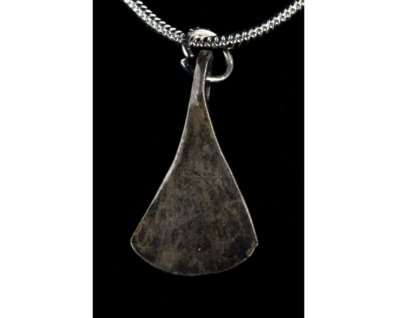 MEDIEVAL SILVER AXE SHAPED PENDANT - Image 3 of 5