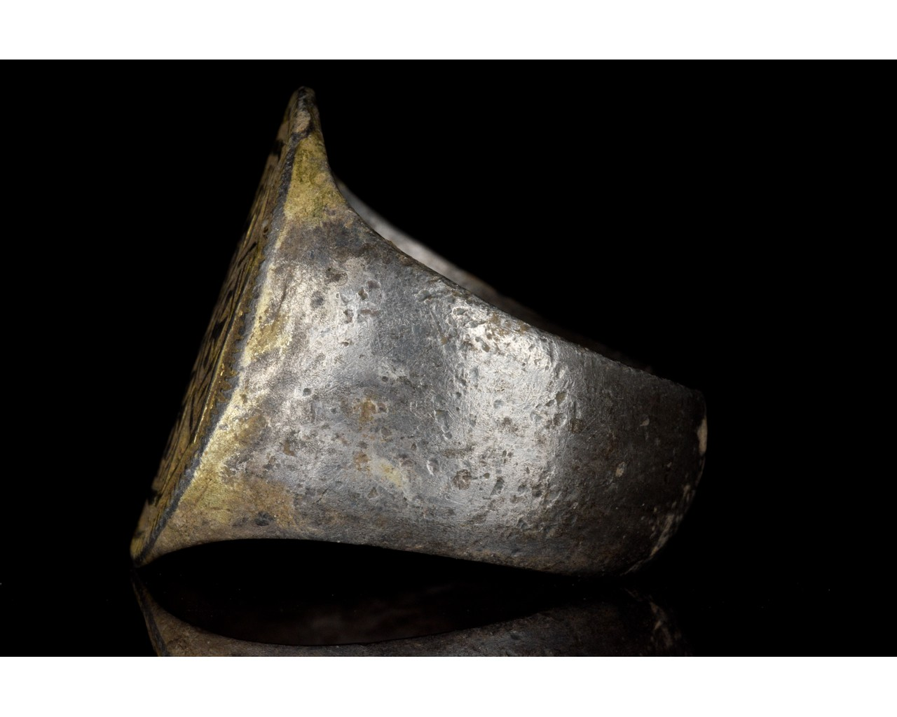 MEDIEVAL SILVER RING WITH MULTIPLE MALTESE CROSSES - Image 3 of 6
