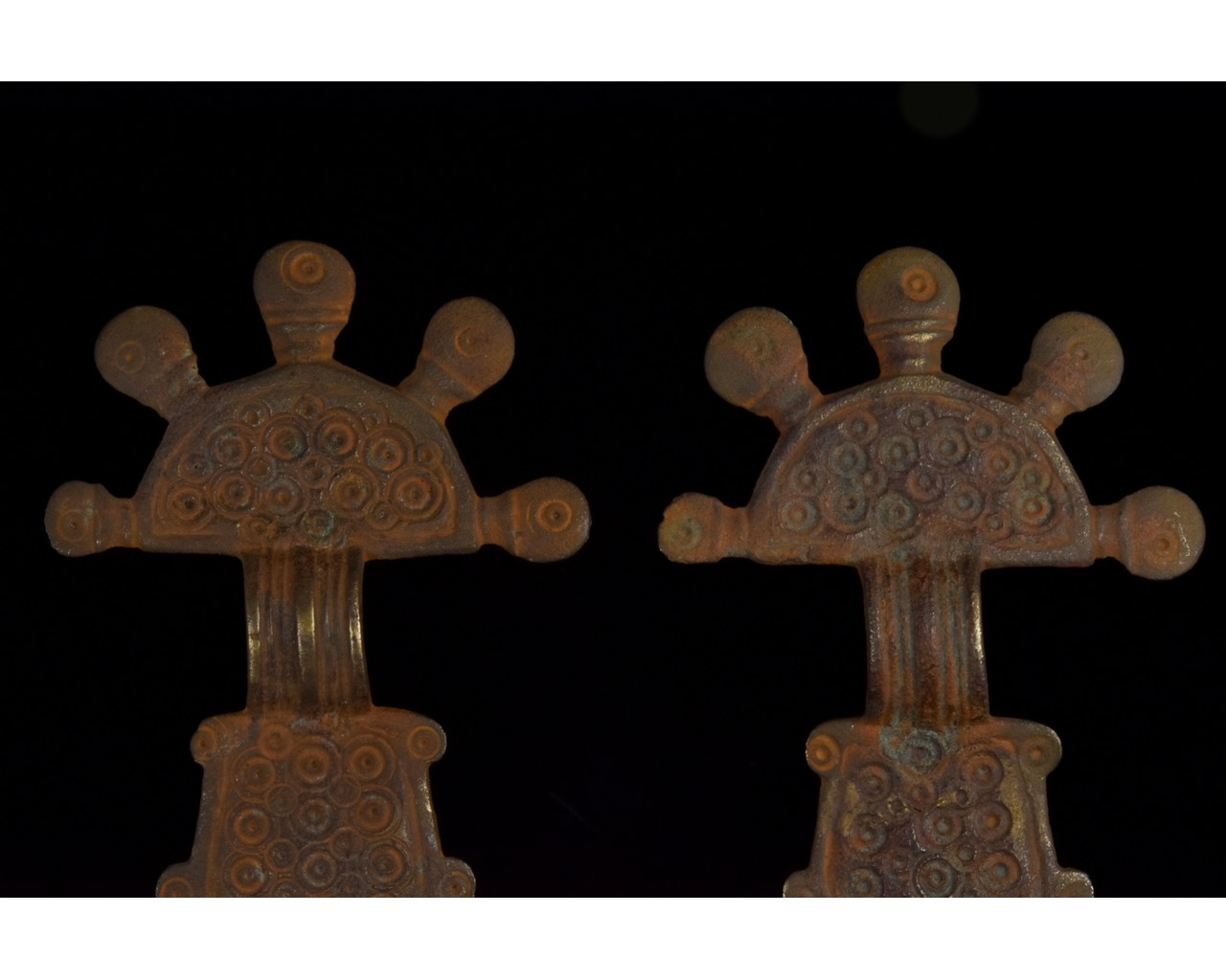 PAIR OF VISIGOTHIC RADIATE HEADED BOW BROOCHES - Image 3 of 8