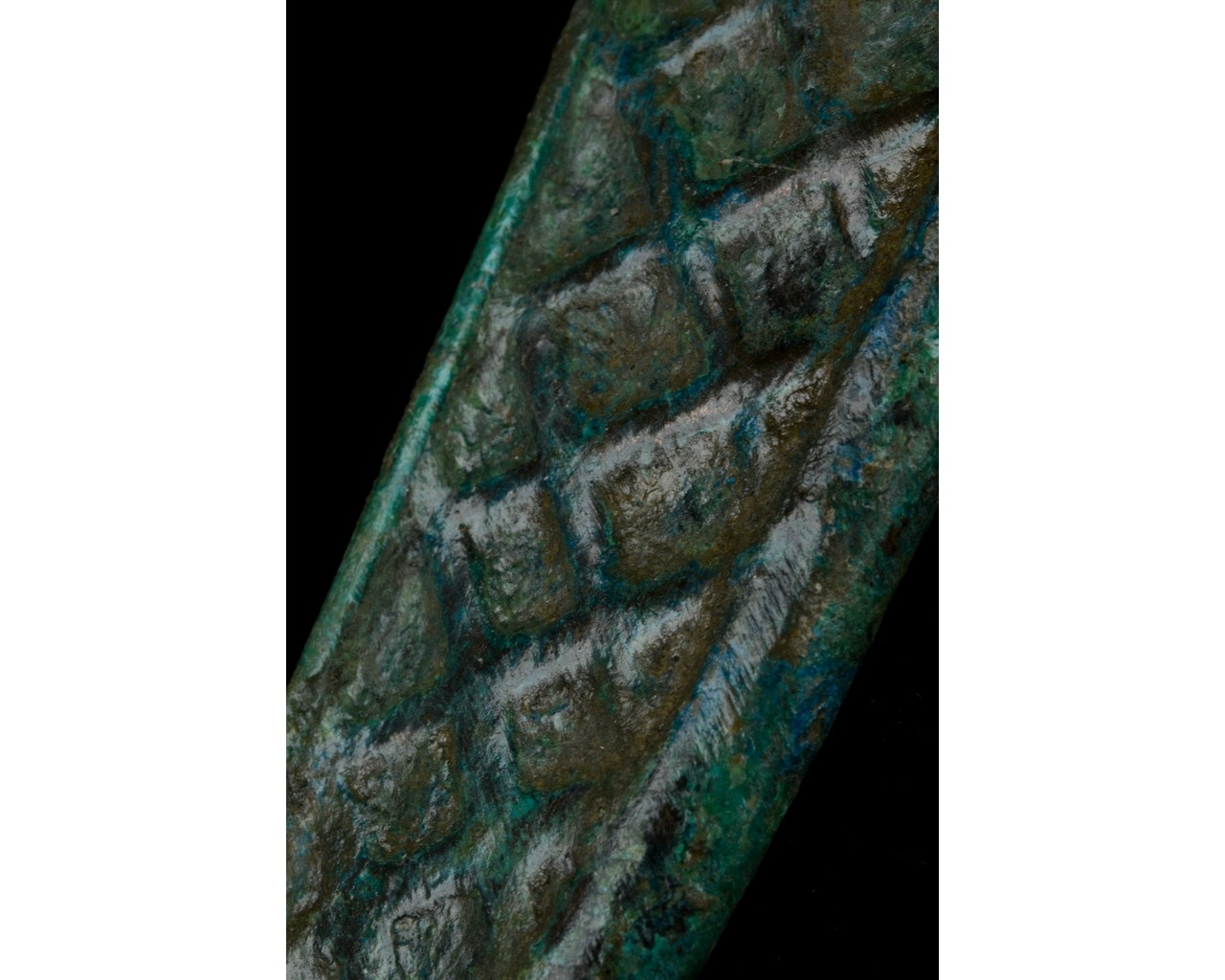BRONZE AGE SWORD SHAPED PENDANT - Image 7 of 7