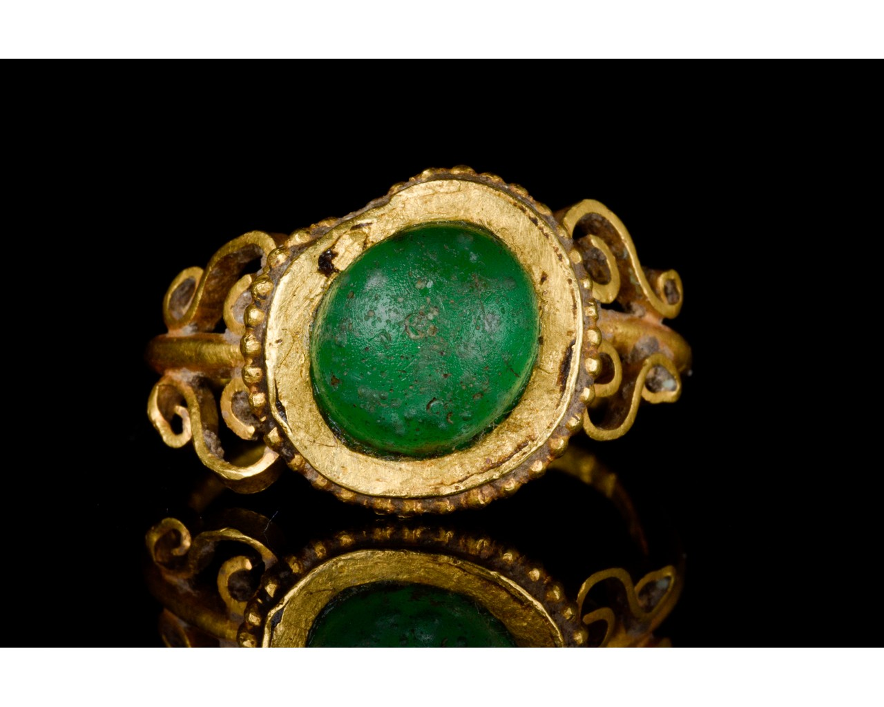 LATE ROMAN GOLD AND GLASS RING - EX CHRISTIE'S - FULL ANALYSIS - Image 2 of 8