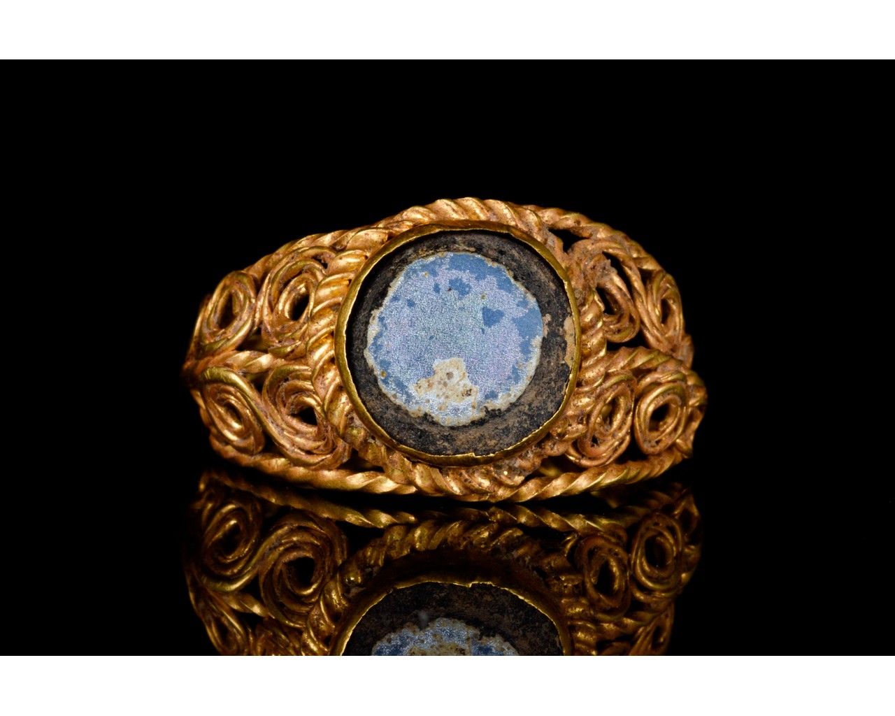 LATE ROMAN GOLD AND GLASS RING - EX CHRISTIES - FULL ANALYSIS - Image 2 of 8