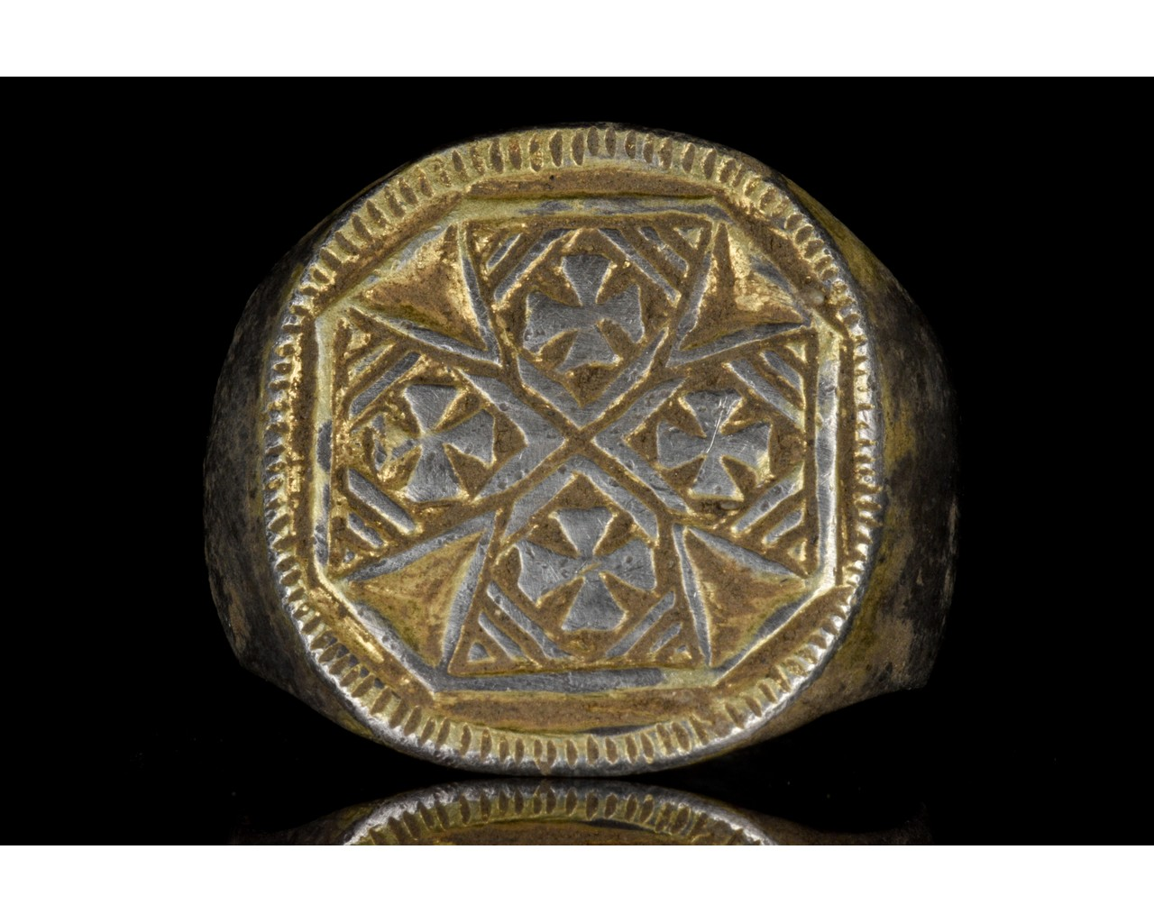 MEDIEVAL SILVER RING WITH MULTIPLE MALTESE CROSSES - Image 2 of 6