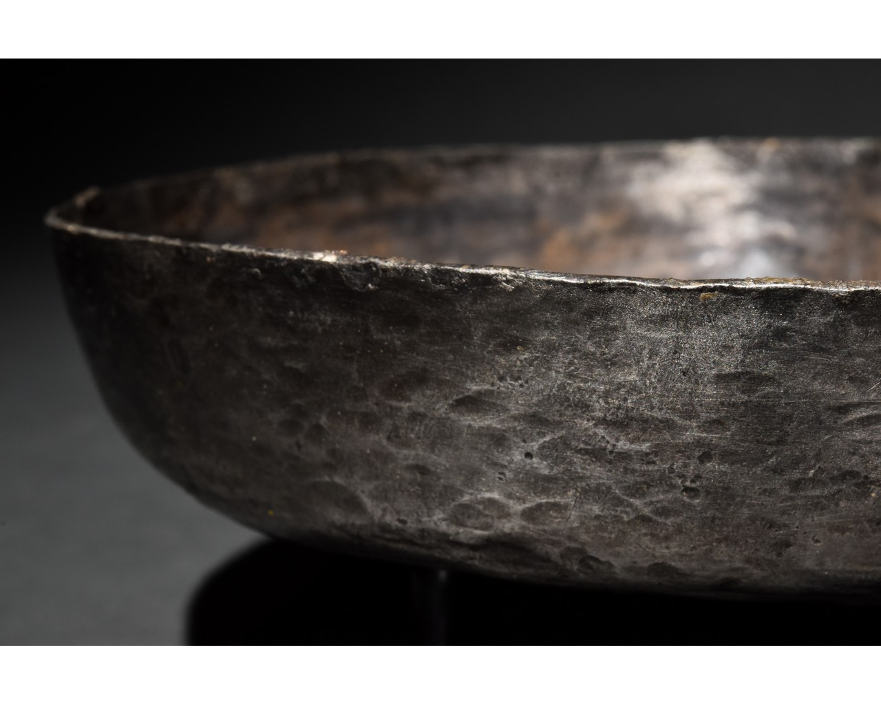ROMAN SILVER VESSEL WITH DECORATION - Image 4 of 9