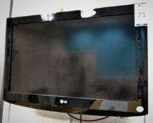 """LG Model 32LH2000-ZA 32"""" TV, Serial Number 002JBHE3Y393 with Remote (Location: Hatfield - See"""