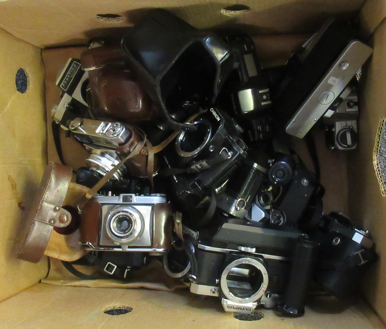 Box of assorted cameras and camera bodies to include; Minolta, Praktica, Fujica, Olympus, Yashica,