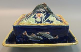 19th Century majolica sardine dish and cover on fixed stand. 19 x 17cm approx. (B.P. 21% + VAT)