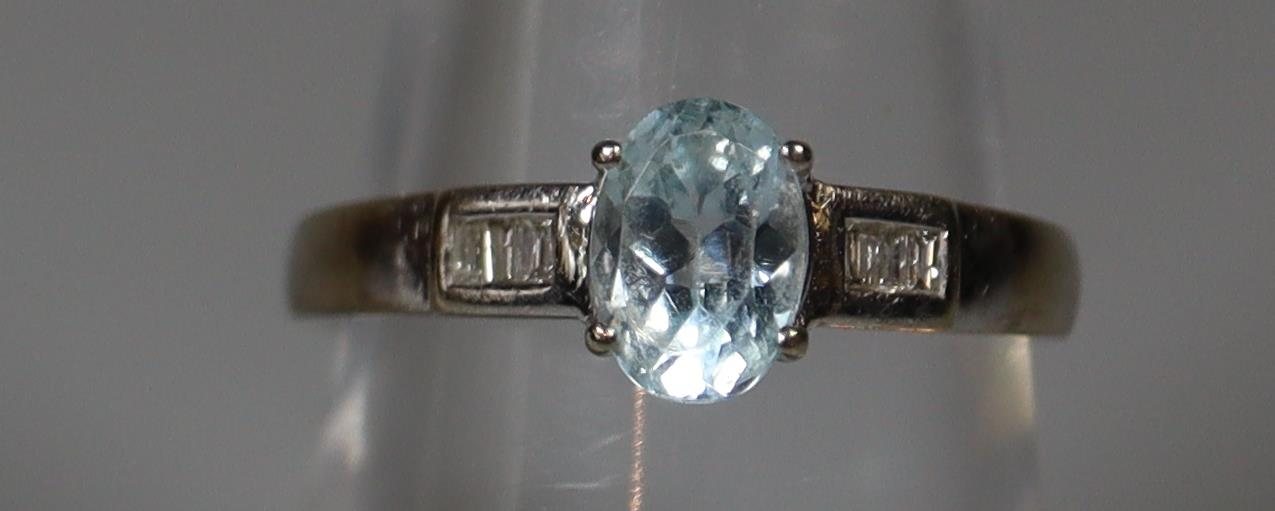 9ct white gold aquamarine and diamond ring. Ring size M. Approx weight 2 grams. (B.P. 21% + VAT)