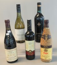 Collection of wine to include Chateauneuf-du-Pape, Domaine Font de Michelle 1991, Rioja Siglo