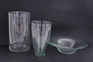 Glass vases and a bowl.
