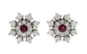 Ohrstecker 4.09 g 585/- Weissgold mit Diamanten und Rubinen. 32 Diamanten zus. ca. 1.12 ct.