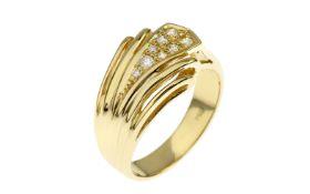 Ring 6.95 g 750/- Gelbgold mit Diamanten. 8 Diamanten zus. ca. 0.16 ct.. Ringgroesse ca. 53