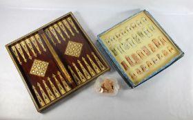 intarsiertes Brettspiel mit Spiefigurenintarsiertes aufklappbares Brettspiel mit Spiefeldern
