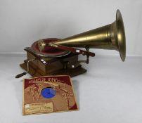 TrichtergrammophonGrammophon mit Trichter, Etikett bezeichnet mit His Masters Voice The Gramm