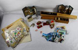 Konvolut Briefmarken und Spiele